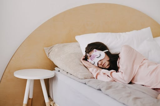 How CBD can help you find a better sleep routine — naturally.